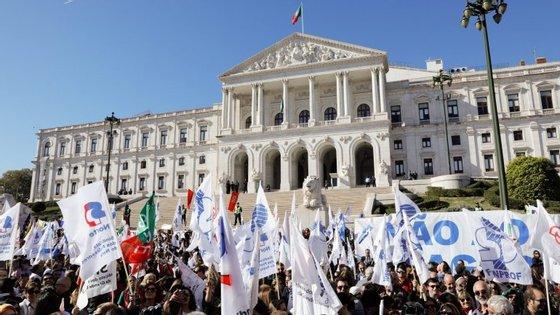 Manifestação de professores, frente à Assembleia da República, pela não contabilização do tempo em que as carreiras tiveram congeladas