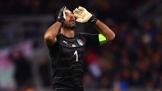 Gianluigi Buffon está fora do Mundial mas a Itália surge como principal hipótese caso o Peru seja mesmo excluído
