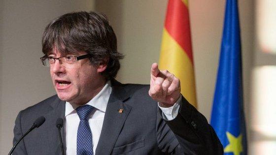 Carles Puigdemont continua em Bruxelas, apesar de ser o cabeça de lista do PDeCAT às eleições de 21 de dezembro