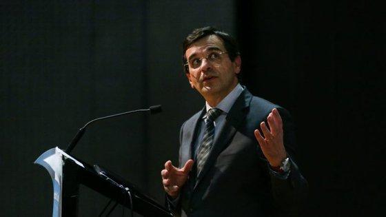 """Adalberto Campos Fernandes frisou que há mais de um ano pela frente para, com """"tranquilidade e objetividade"""", analisar todas as implicações"""