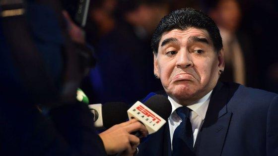 Diego Maradona acusa a ex-mulher de o ter roubado