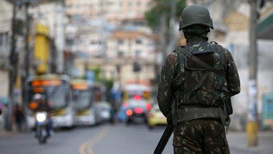 Polícia militarizada assegurou que os agentes foram visados por disparos