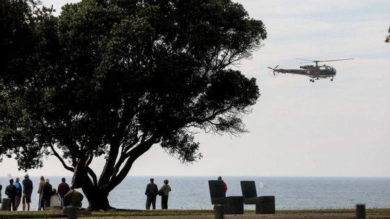 O acidente aconteceu junto à praia do Castelo do Queijo, no Porto, e é aí que as autoridades estão a centrar as buscas