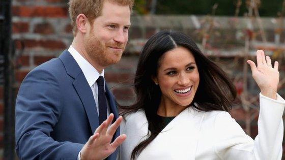 O noivado de Harry e Meghan foi anunciado hoje de manhã, e ao fim da tarde a BBC transmitiu a primeira entrevista do casal