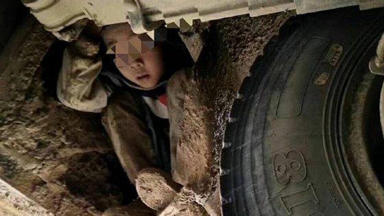 As duas crianças foram encontradas cobertas de lama mas sem ferimentos