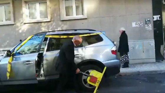 A remoção de um bloqueador da EMEL colocado num carro, além de €30 de coima, implica um pagamento de €68.