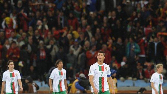 Portugal perdeu com a Espanha nos oitavos-de-final do Mundial de 2010, no único encontro em fases finais da prova