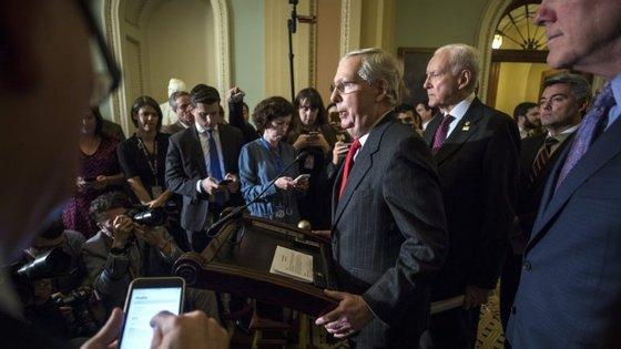 """Temos os votos"", anunciou o líder dos republicanos no Senado norte-americano, Mitch McConnell"