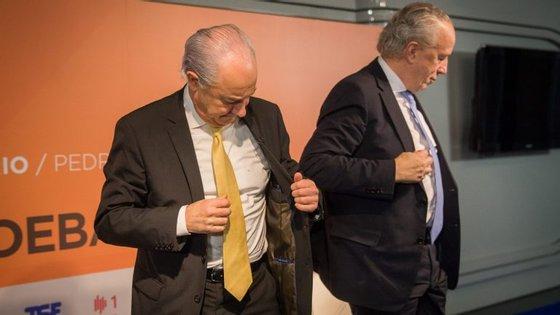 Pouco mais do que as gravatas distingue Rui Rio e Pedro Santana Lopes, diz o Politico
