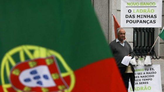 """Lesados dizem-se """"enganados pelos gerentes do BES, pelo Novo Banco, pelo Banco de Portugal (BdP), pelo anterior Governo, presidente da República Cavaco Silva e pelo PS, agora no Governo"""""""