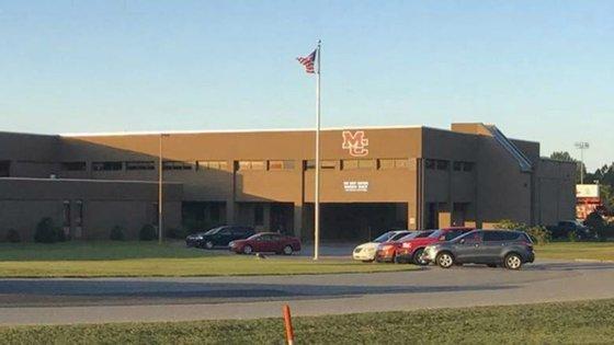 Imagem da escola de Marshal County, onde ocorreu o tiroteio, divulgada pela imprensa norte-americana