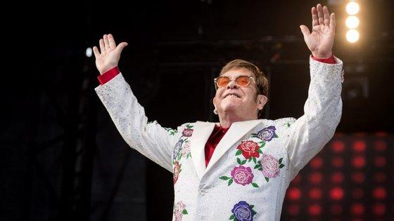 Elton Johh anunciou esta quarta-feira que a sua última digressão mundial durará três anos e terá 300 concertos.