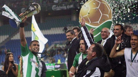 Sandro, capitão do V. Setúbal, ergueu a primeira Taça da Liga numa final no Algarve com o Sporting