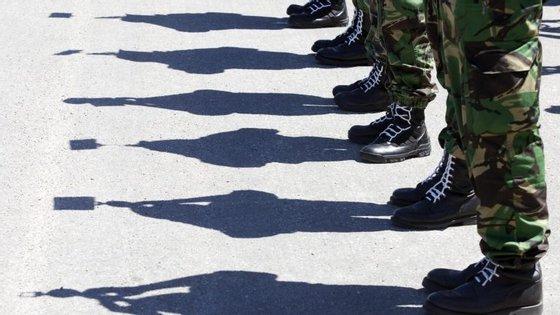 Polícias e militares vão reunir-se novamente esta sexta-feira por causa do descongelamento de carreiras