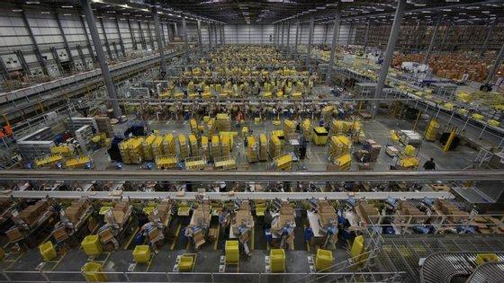 Amazon, multinacional norte-americana de comércio eletrónico.