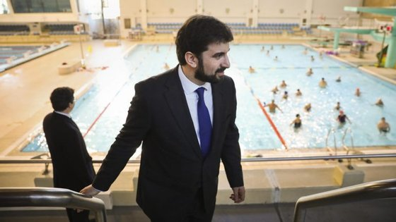 Bloco de Esquerda e PCP desafiam Tiago Brandão Rodrigues, ministro da Educação, a reverter reforma de Nuno Crato