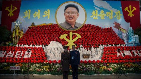 A Kimjongilia é um festival mas também o nome de uma flor avermelhada, assim nomeada em honra de Kim Jong-il