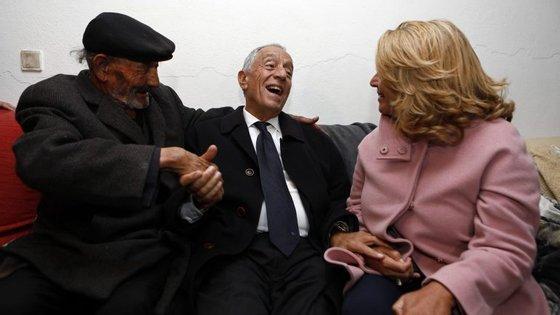 Marcelo Rebelo de Sousa numa visita ao Bairro da Fonte da Bela Vista, em Lisboa