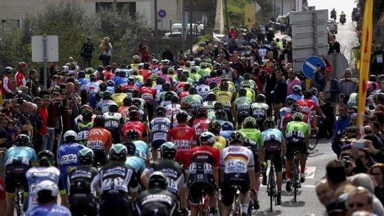 O final da etapa promete ser algo 'nervoso', com cinco rotundas nos últimos cinco quilómetros
