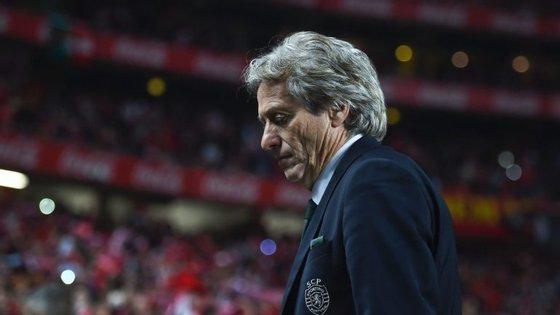 O Benfica considerava que Jesus tinha começado a treinar o Sporting ainda contratualmente ligado ao clube da Luz e exigia uma indemnização de 14 milhões de euros.