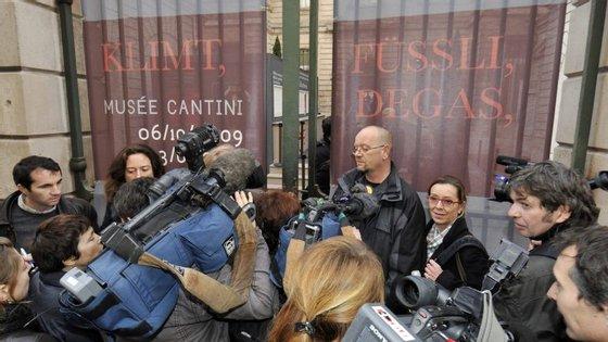 A confusão à porta do Museu Cantini, em 2009, após o roubo do quadro