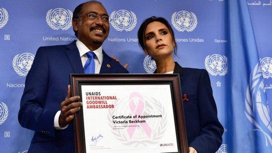 Michel Sidibé, diretor-executivo da UNAids com Victoria Beckham
