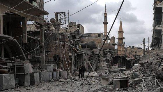 Desde 18 de fevereiro, já morreram mais de 500 civis em Ghouta, um enclave anti-Assad sitiado pelas forças do regime desde 2013