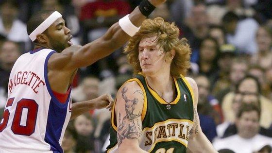 Robert Swift, o gigante ruivo dos Seattle Supersonics a quem um dia Jack Nicholson pediu para não jogar tanto contra os Lakers