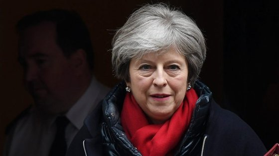A primeira-ministra britânica tem na indefinição da Irlanda do Norte uma dor de cabeça