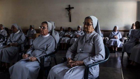 O jornal do Vaticano publicou uma reportagem em que denuncia situações de freiras que são exploradas por bispos e cardeais em várias partes do mundo
