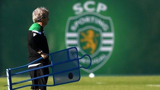 Jorge Jesus perdeu mais um jogador (o terceiro central) no último treino matinal antes do jogo com o FC Porto: André Pinto