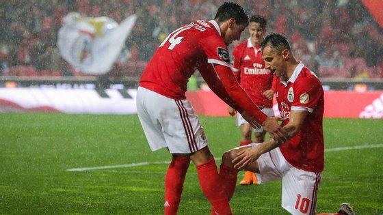 Jonas fez um golo fabuloso e ajoelhou-se perante André Almeida, que já é o jogador com mais assistências do Benfica