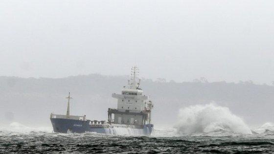 O navio encalhou junto ao Bugio depois de ter tido uma falha de energia a bordo que o deixou a deriva