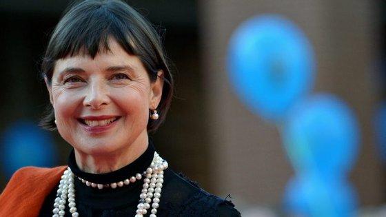Aos 65 anos, a atriz Isabella Rossellini volta a ser cara da Lancôme, depois de ter sido afastada há 23 anos.