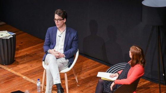 Benjamin Moser foi entrevistado por Raquel Marinho no Teatro Municipal Baltazar Dias, no Funchal