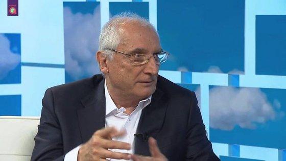 Ferreira Fernandes é um jornalista português, atualmente é cronista no Diário de Notícias.