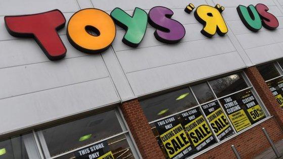 A empresa vai fechar 900 lojas no Reino Unido e nos Estados Unidos