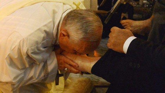 Em 2014, o papa Francisco celebrou o rito do lava-pés num centro de reabilitação de pessoas com deficiência e idosos nos arredores de Roma