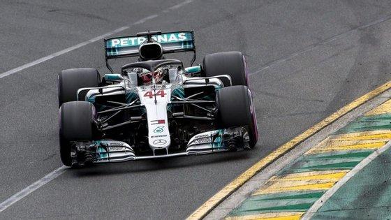 Hamilton conseguiu um tempo que lhe permite uma larga vantagem em relação ao adversário Kimi Räikkonen