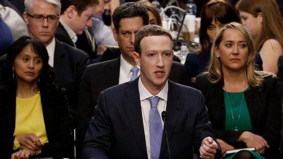 É a primeira vez que Mark Zuckerberg tem de responder ao Congresso norte-americano