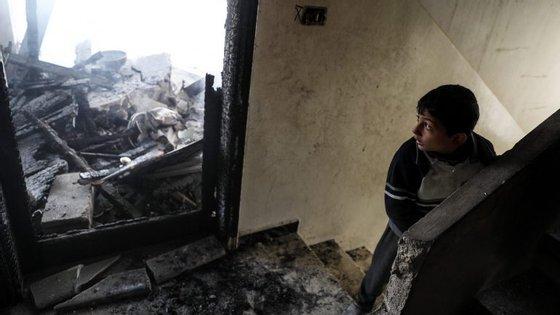 Os rebeldes Ghouta resistiram menos de dois meses à ofensiva de Assad e Putin, que começou em 18 de fevereiro
