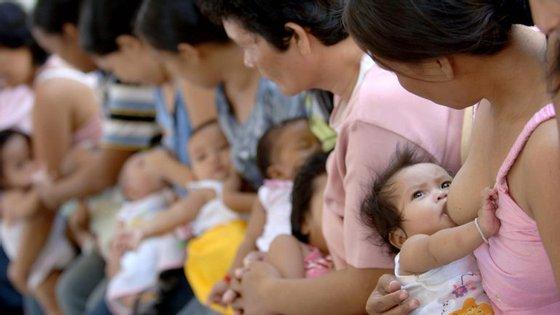 Promoção da amamentação nas Filipinas, onde as mães são alvo de campanhas agressivas das empresas produtoras de leites de substituição