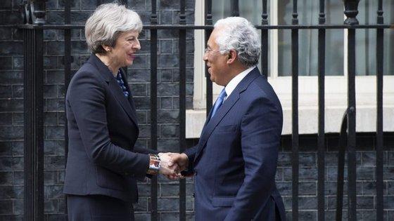 António Costa com Theresa May durante a visita oficial do Londres