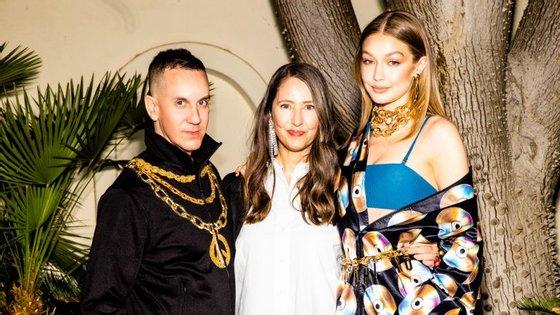 Jeremy Scott, diretor criativo da Moschino, e a modelo Gigi Hadid anunciaram a colaboração este fim de semana, durante o festival Coachella.