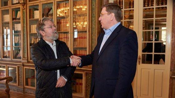 À esquerda Francisco George, presidente da Cruz Vermelha, com Francisco Ruiz Anton, Director de Políticas Públicas e Relações Institucionais do Google Portugal e Espanha