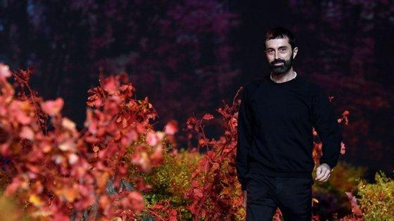 Giambattista Valli esteve em Lisboa e nós conversámos com o designer italiano para quem a alta-costura é a expressão máxima de um criador de moda.