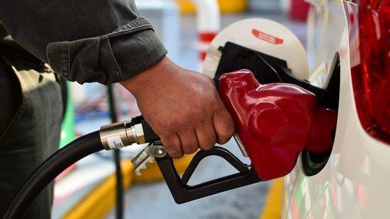 A contribuir para a subida dos combustíveis está a evolução dos derivados do petróleo.