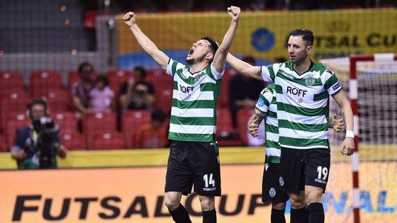 Merlim inaugurou o marcador no primeiro minuto, Cardinal bisou e o Sporting qualificou-se para a final da UEFA Futsal Cup