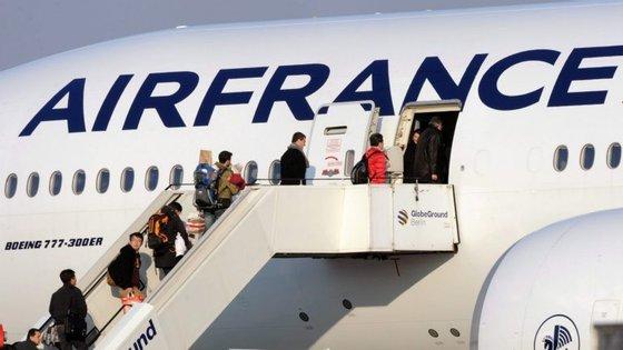 """A companhia aérea lamentou a """"continuação destas greves"""" e não afasta anulamentos pontuais e possíveis atrasos de última hora nos trajetos previstos"""