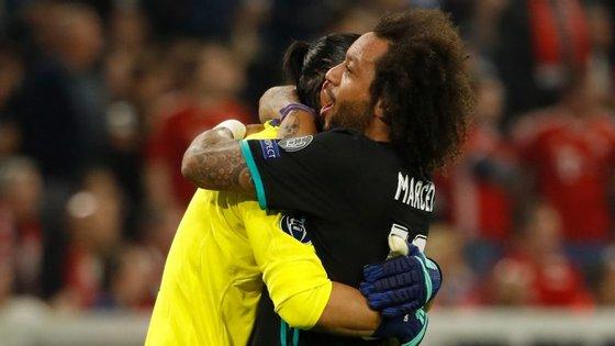 Marcelo festeja vitória com Navas: lateral e guarda-redes foram, a par dos centrais, os melhores do Real frente ao Bayern